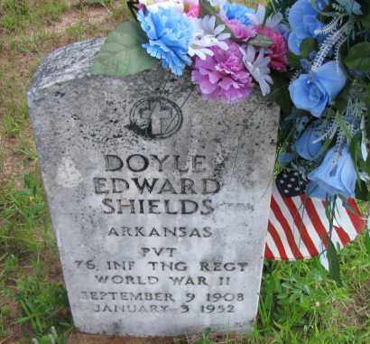 SHIELDS (VETERAN WWII), DOYLE EDWARD - Pope County, Arkansas | DOYLE EDWARD SHIELDS (VETERAN WWII) - Arkansas Gravestone Photos