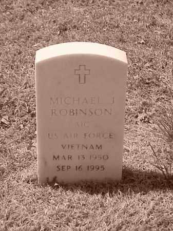 ROBINSON (VETERAN VIET), MICHAEL J - Pulaski County, Arkansas | MICHAEL J ROBINSON (VETERAN VIET) - Arkansas Gravestone Photos
