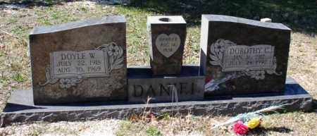 DANIEL, DOYLE W. - Saline County, Arkansas | DOYLE W. DANIEL - Arkansas Gravestone Photos
