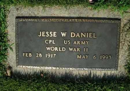 DANIEL  (VETERAN WWII), JESSE W - Boone County, Arkansas | JESSE W DANIEL  (VETERAN WWII) - Arkansas Gravestone Photos
