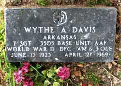 DAVIS  (VETERAN WWII), WYTHE A. - Boone County, Arkansas | WYTHE A. DAVIS  (VETERAN WWII) - Arkansas Gravestone Photos