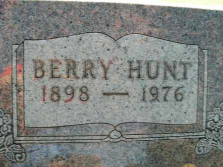 HUNT, BERRY - Boone County, Arkansas | BERRY HUNT - Arkansas Gravestone Photos